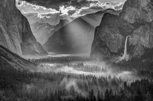 Congratulations to @jeffsullivanphotography for winning the recent Iconic Locations Assignment with the image Sun Rays on Yosemite Valley Morning Fog. On this sunrise at Yosemites iconic Tunnel View overlook it had rained the day before but the skies were forecast to clear up overnight so I figured that it would cool down enough to have the water vapor condense as a ground fog. When we arrived the next morning it was just thick enough to reach the treetops creating some nice photographic…