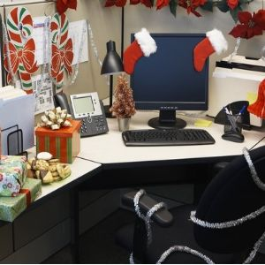 ideas for decorating the office during holidays