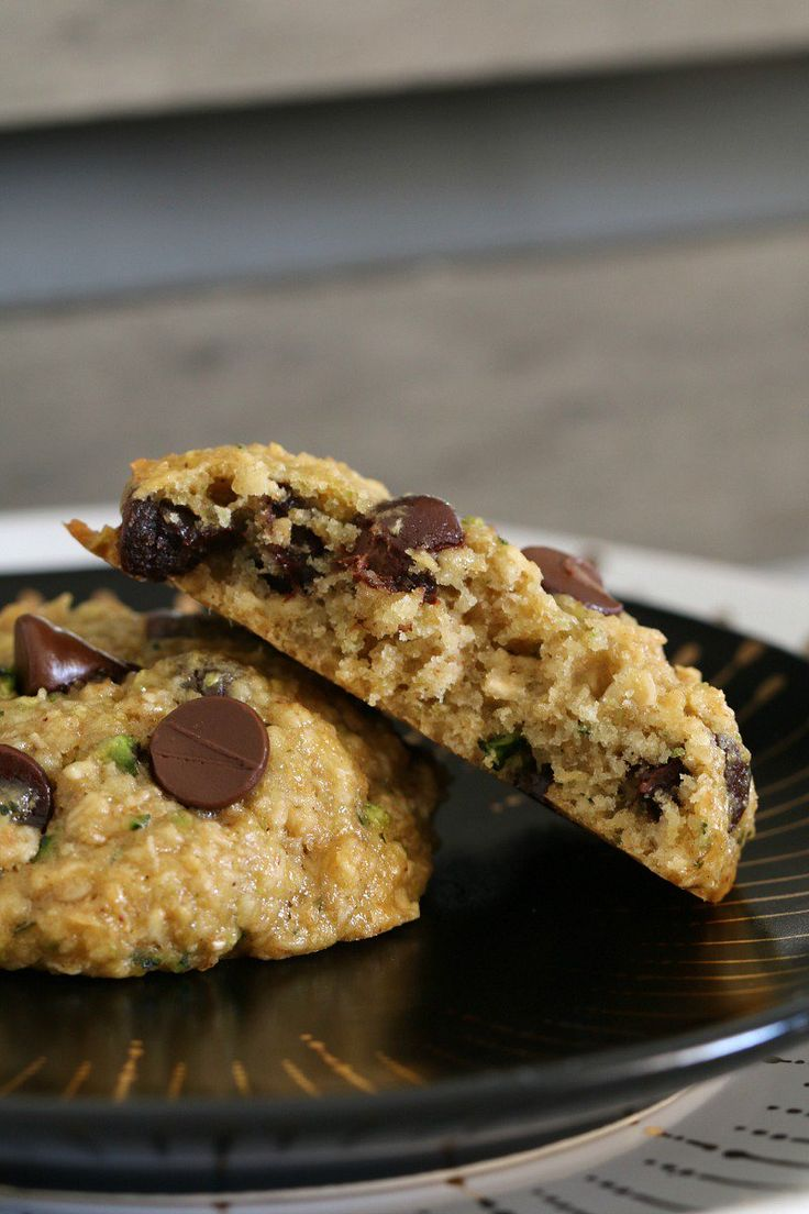 THE BEST EVER HEALTHY ZUCCHINI, OAT AND CHOCOLATE CHIP COOKIES!!!! Totally guilt-free – no white flour, butter or refined sugars – just naturally sweetened, healthy cookies!    #healthy #zuchhini #chocolate #chip #cookies #biscuits #baking #recipe #kids #toddlers #lunchbox #thermomix #conventional #sugarfree