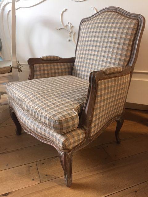 Franse brocante antieke fauteuil louis xv geruite stof