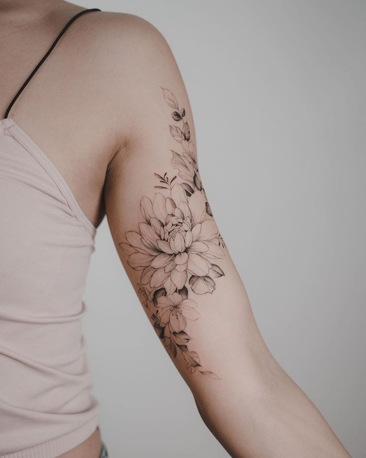 Realistic black and white rose, perfect for flower lovers & look at your …  – Tattoo-Ideen