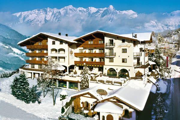 Hotel Alpendorf im Winter, nur 2 Gehminuten neben den Pisten