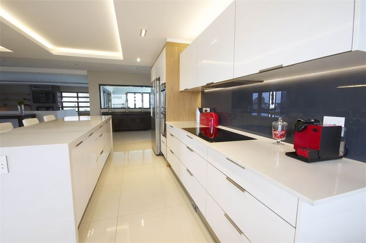 Stunning Kitchen in Baronetcy Estate with White Gloss PET #SCD #KItchen www.supdoor.com