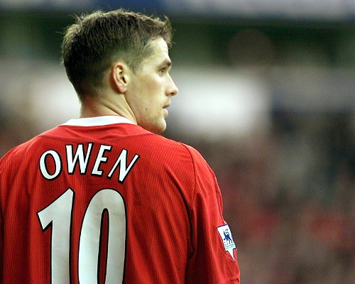 MICHAEL OWEN-best striker,ballon dór winner and probably one of the most good-looking soccer player along with beckham ever!