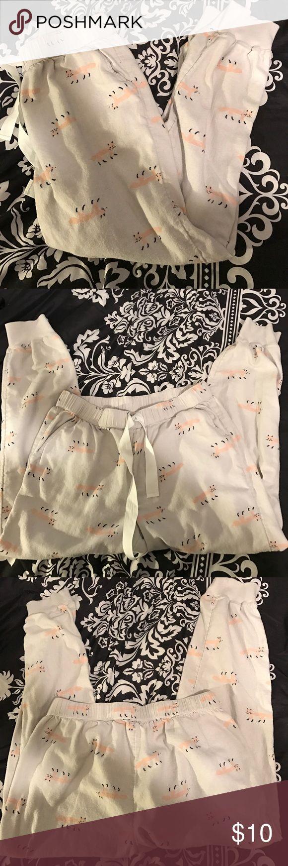 Aerie pajama pants Cream colored jogging style pajama pants with drawstring and cute fox print. Size small. aerie Intimates & Sleepwear Pajamas