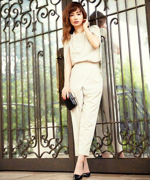 DRESS LAB(ドレスラボ)の「\平子理沙さん着用/レーススリーブセットアップパンツスタイル【結婚式・お呼ばれ対応】(つなぎ・オールインワン)」です。このアイテム着用のコーディネートをチェックすることもできます。