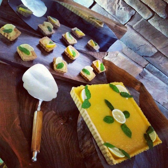 En tatlı limonlu tart🍋 #gunaydin #morning #hayirliisler #guzelgunler #olsun #guzel #kasim #today #day #bugun #cake #cakes #moracakesandmore #moracakes #tatli #entatli #butik #butikpastane #tart #tartolet #kek #limon #ozel #servis #sunum #butiktatlar #minitatlar