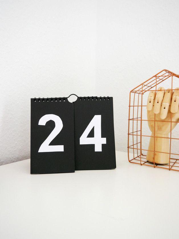 Nummern-Wandkalender, Typo, schwarz weiß / black white wall table calendar, numbers by Ideenpurzelbäume via DaWanda.com