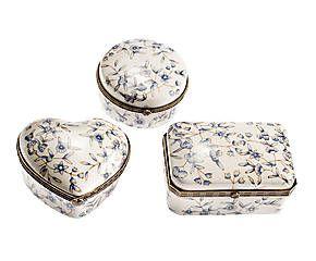 Set di 3 cofanetti in porcellana con decoro floreale azzurro