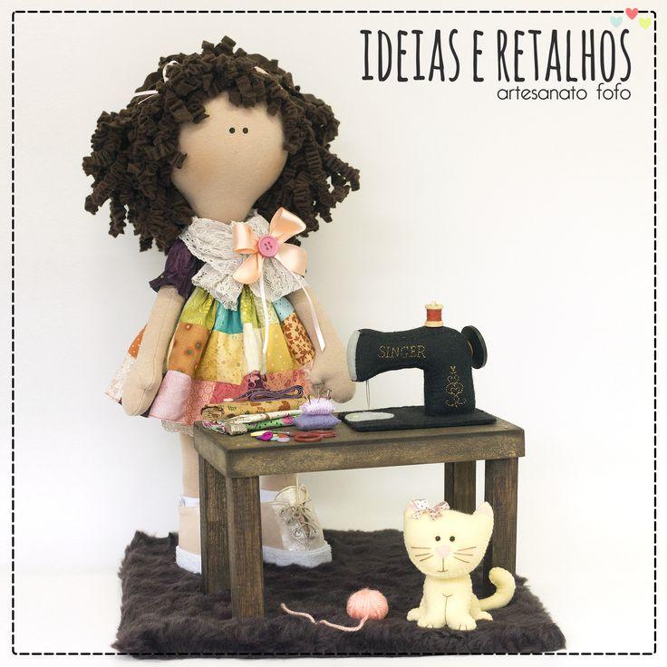 Boneca Costurando