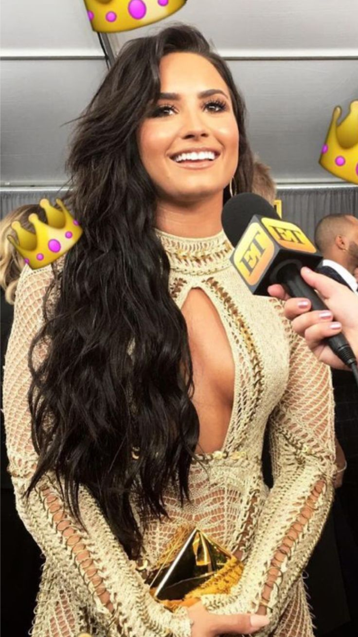 Definition of gorgeous beautiful sexy woman Demi Lovato