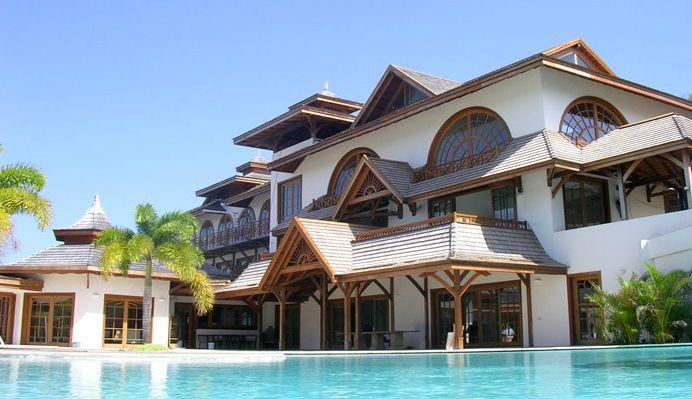 www.pinus-okna.pl luxury WINDOWS Wyszukana stolarka luksusowej rezydencji na Karaibach, Grenada Sophisticated woodwork luxurious mansion in the Caribbean, Grenada