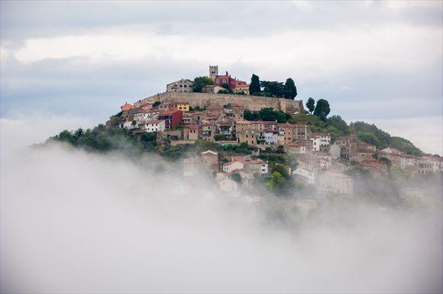 中世で時が止まった天空の街「モトブン」