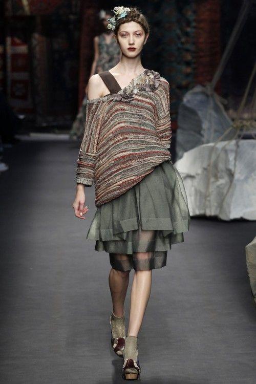 вязаные тренды весна-лето 2016, вязаная мода 2016, вязаный джемпер в полоску крупной вязки, модный летний джемпер 2016, модные вязаные вещи (фото 10)