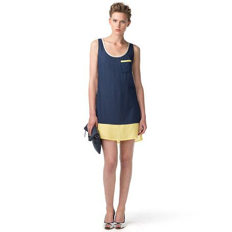 Casual, colour-blocked dress made from soft rayon. Straight styling with a deep crew neck with accent tipping. Patch pocket at the chest. Zipper at the rear. Accent tape along the neckline. Tommy Hilfiger flag above the layered bottom hem. Our model is 1.76m and is wearing a size S dress.