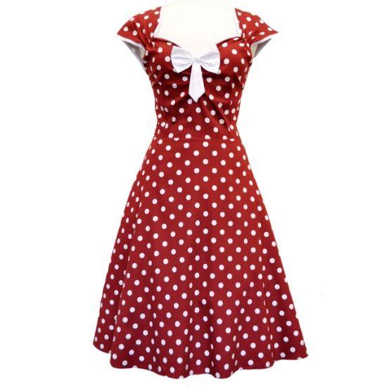 Lady V London Isabella Red Wine Polka Šaty ve stylu 50. let. Nádherné šaty ve stylu retro z londýnské módní dílny, které vás uchvátí svým provedením. Nádherná a výrazná červená barva s nádechem červeného vína tvoří podklad s bílým puntíkem a prvky jako jsou lemy kolem rukávků a krásně řešeného výstřihu, kouzelná mašle jako třešnička na dortu (lze oddělat a připevnit na jiné místo na šatech nebo do vlasů). Projmutý střih s typicky rozšířenou sukní bezvadně sedí, příjemný materiál (97% bavlna…