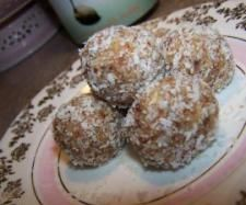 Date and Macadamia Bliss Balls | Official Thermomix Recipe Community