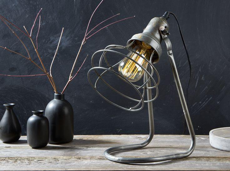 Kijk eens wat een stoere tafellamp! Is een industrieel interieur iets voor jou? #kwantum #tafellamp #industrieel #wonen #interieur #stoerwonen