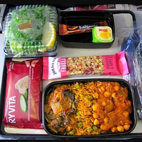 TIP OF THE DAY - long haul flight with little ones - pre-order the vegetarian meal as it will arrive first giving you more time and space (before everyone else's meals arrive) to actually eat something :) we had a question in yesterday from a mum looking for flight tips with an 18 month old if anyone can help :) happy Friday everyone! #babytraveltip #irishbaby