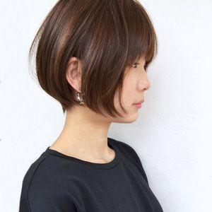 丸顔は可愛らしく、日本人に多い顔型ですが、顔が大きく見えてしまうということで、気にされている女性は多いようです。そこで、そんな皆様にお役に立てる様、丸顔が気にならないショートボブをご紹介いたします♡ぜひ参考にしてください!