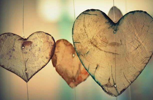 Να αγαπάς τον εαυτό σου. Να του χαρίζεις αγκαλιές και χάδια και να τον φροντίζεις. Για να ξέρει τι επιτρέπεται στους άλλους , όχι λιγότερα, και σε αυτούς να δίνει τα πιο πολλά, τα πιο ιδιαίτερα και τα πιο ξεχωριστά. Να αγαπάς τον εαυτό σου. Να του προσφέρεις ταξίδια, από αυτά που κάνεις με κλειστά …
