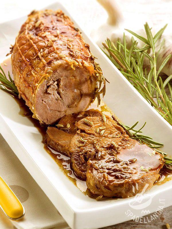 L'Arrosto di vitello ai semi di finocchio è una ricetta succulenta e profumata, un vero must dei pranzi in famiglia o delle occasioni speciali.
