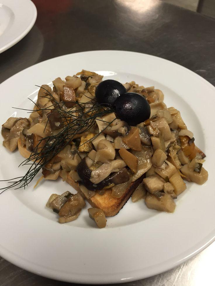 2.Semester EBA lauwarmer Pilzsalat auf Toast
