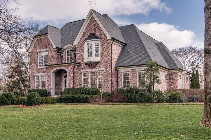 Definitely can't blame Elisabeth Hasselbeck and Tim Hasselbeck for falling for this beautiful Belle Meade mansion. Check out more details about our new neighbors' home, and get a look at some homes on the market in their new neighborhood, on our blog...
