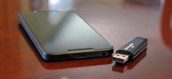 How to Use a USB Flash Drive with Your Android Phone or Tablet #tablet #news http://tablet.remmont.com/how-to-use-a-usb-flash-drive-with-your-android-phone-or-tablet-tablet-news/  Ever want to watch a video on your phone or tablet without wasting its storage space? Or maybe you just need to view a file your friend gave you. Most modern Android devices support standard USB drives, so you can plug in a flash drive just like you would on a computer. Modern versions of […]