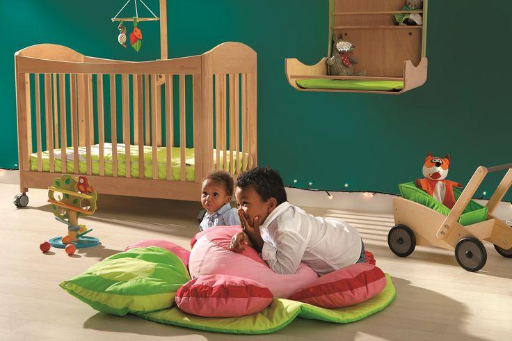 Noël 0-2 ans Forêt primaire. Bébé est un explorateur ! Chaque jouet, chaque objet est à découvrir et papouiller. Bébé s'éveille au monde dans une sélection aux formes végétales et naturelles.