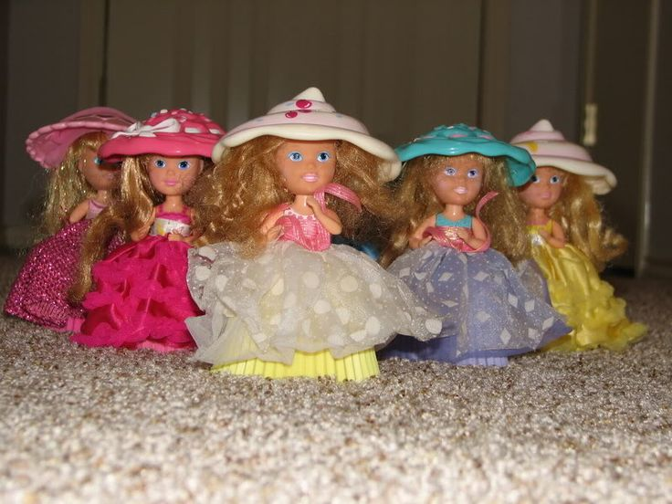Cupcake dolls #90s ( oh I had forgotten about these! They smelled good too!)