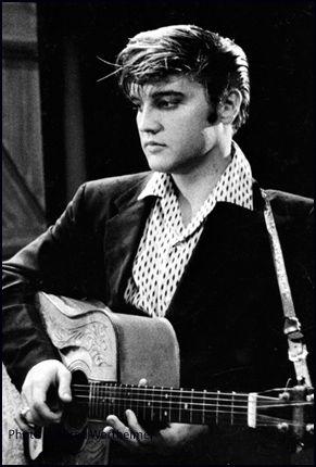 """""""Desde el principio, era lo mismo. La única diferencia, las multitudes son más grandes ahora."""" (Elvis Presley 1956)"""