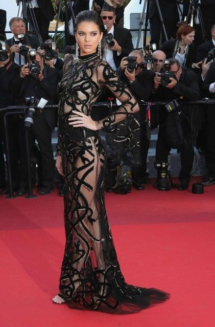 #KendallJenner in #RobertoCavalli e gioielli #Chopard alla premiere di From the Land and the Moon, Cannes Film Festival #CannesFilmFestival http://www.theauburngirl.com/best-dressed-of-the-week-speciale-festival-di-cannes/ #Cannes2016