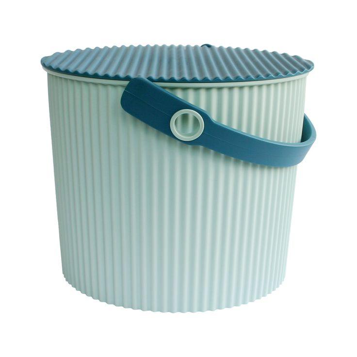 Omnioutil japansk plastspande i str. S fra Hachiman - Lækre japanske Omnioutil plastspande fra Hachiman.  Brug dem fx til opbevaring af legetøj, tøj og madvarer.  Tåler op til 150 kg, er fødevaregodkendt og tåler at stå udenfor (ned til -20 °)  Findes i 3 størrelser : S, M og L  Findes i 4 farver : Hvid, sort, lyseblå og lyserød.