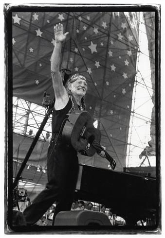 Willie Nelson waving, Woodstock 99