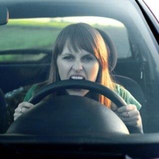 Horas no trânsito, tensão ao volante, esses são alguns problemas enfrentados diariamente por quem vive nas capitais, onde o caos no tráfego urbano é geral