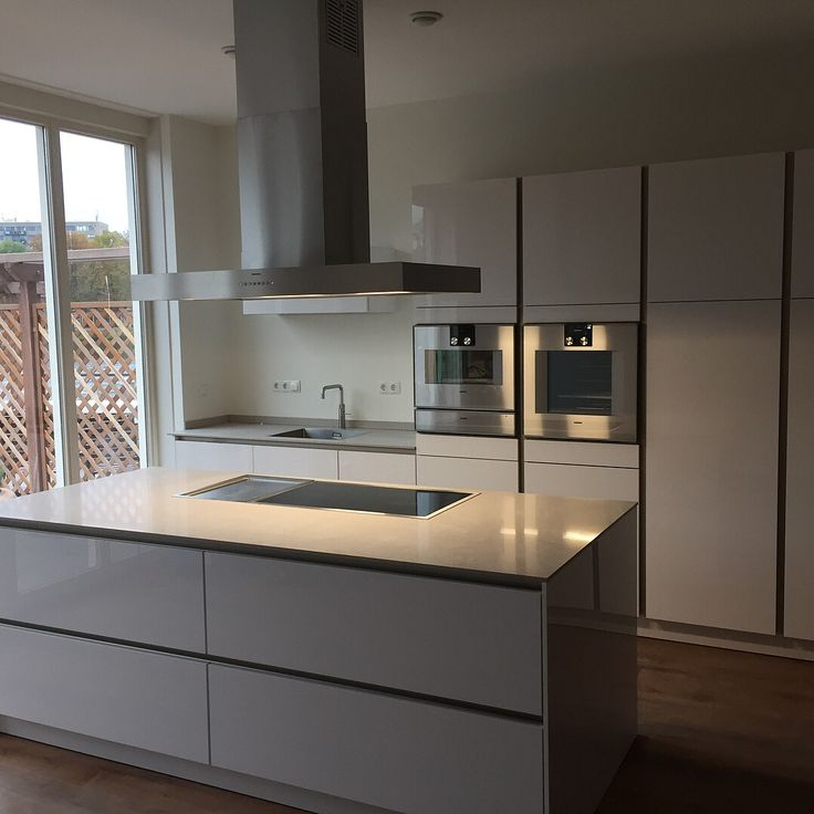 Deze mooie witte hoogglans Siematic keuken met Gaggenau apparatuur in leiden mogen plaatsen.
