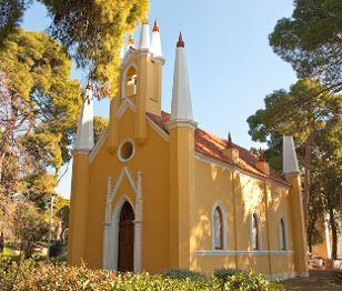 Small Discoveries #66 Και ναι η Αθήνα διαθέτει ένα και μοναδικό ορθόδοξο ναό γοτθικού ρυθμού, μέσα στο Κτήμα Συγγρού στη Λ. Κηφισίας, στο Μαρούσι! (http://gynaikaeveryday.gr/?page=calendar&day=2015-12-03)