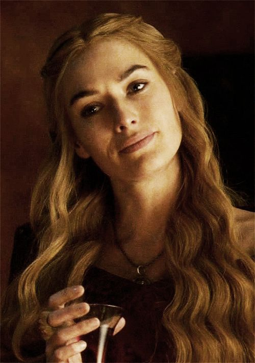 Pin this to your board! - Big Game of Thrones Sale on https://www.world-of-westeros.com/ - en amour avec Lena Headey