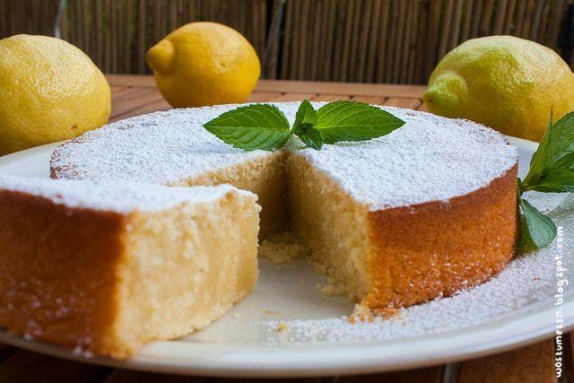 Ich hatte viele Zitronen da, Hunger auf Kuchen und ein uraltes, siffiges Zettelchen mit einem netten Rezept. Das Ergebnis kann sich schmecken lassen! Wurde sehr saftig und fluffig und beim futtern füh