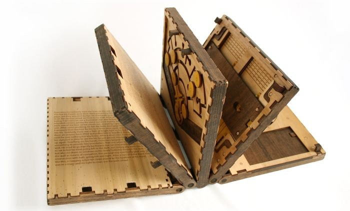 ファンタジー映画に出てきそうな、木でできたパズルブック「CODEX SILENDA」が、とにかくワクワク感に満 […]