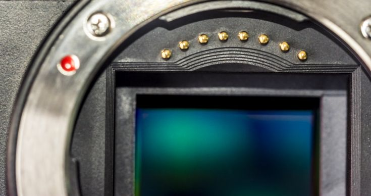 New DSLR Owners: What You Must Know About Full Frame vs Crop Frame Sensors Before Choosing a Lens