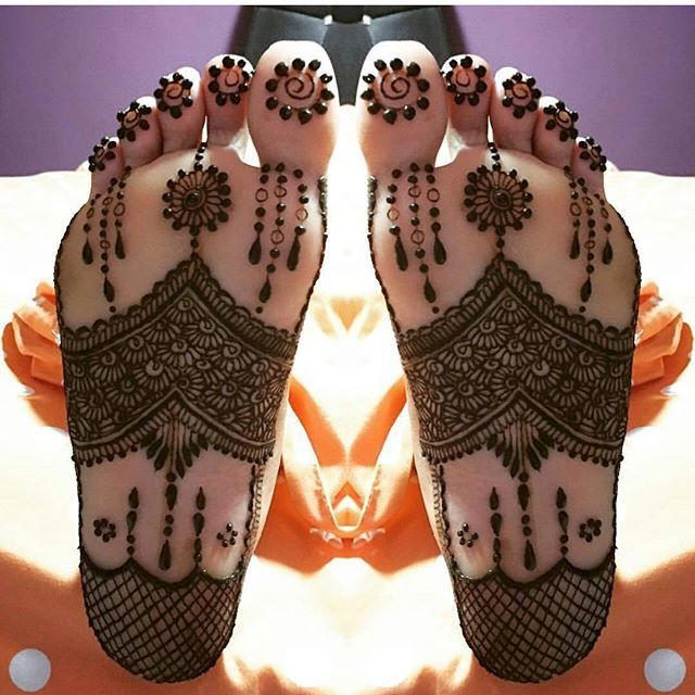 By @dishacreationz ================@autumnhenna @sheffield_mehndiartist…