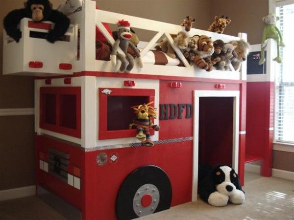 A great bed for kids (and the grownups too)! Check out other cool ideas at http://builtbykids.com/a-fun-loft-bed-turned-fire-truck/
