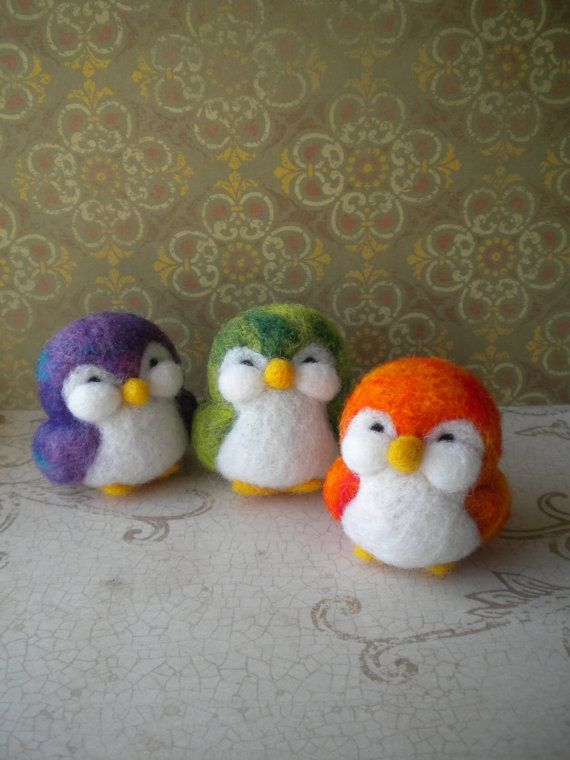 Needle felted chubby penguins. So cute! I love the chubby cheeks on these penguins.