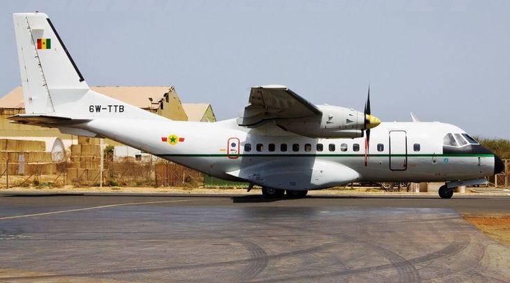 Pesawat CN-235 Senegal. (K. Bell)