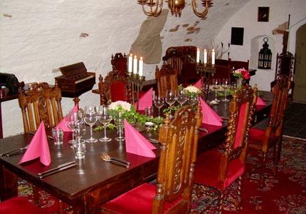 Brunsbo Gästgifveri i Skara erbjuder bed & breakfast men också finare hotellrum och sviter för den som så vill. Denna gård har Gustav Vasa ägt på 1500-talet och Carl von Linné har bott här.