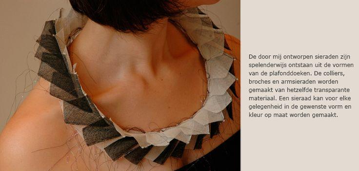 Textiele sieraden