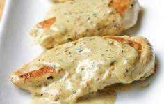Κοτόπουλο με sauce γιαουρτιού και μουστάρδας Η συνταγή είναι πολύ εύκολη και το πιάτο που θα ετοιμάσετε θα ενθουσιάζει όλους όσους το δοκιμάσουν. Εύκολη και γρήγορη λύση όταν έχετε καλεσμένους στο σπίτι. Υλικά 1 στήθος κοτόπουλου 300 γρ. γιαούρτι σακούλας ή στραγγιστό 2 κουταλιές σούπας μουστάρδα απαλή ½ κρεμμύδι ξερό