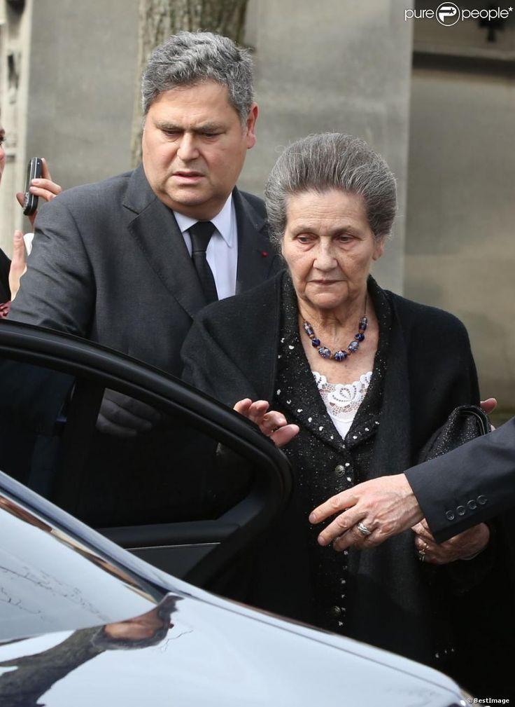 Simone Veil et son fils Pierre-Francoislors des obsèques d'Antoine Veil au cimetière du Montparnasse à Paris le 15 avril 2013.